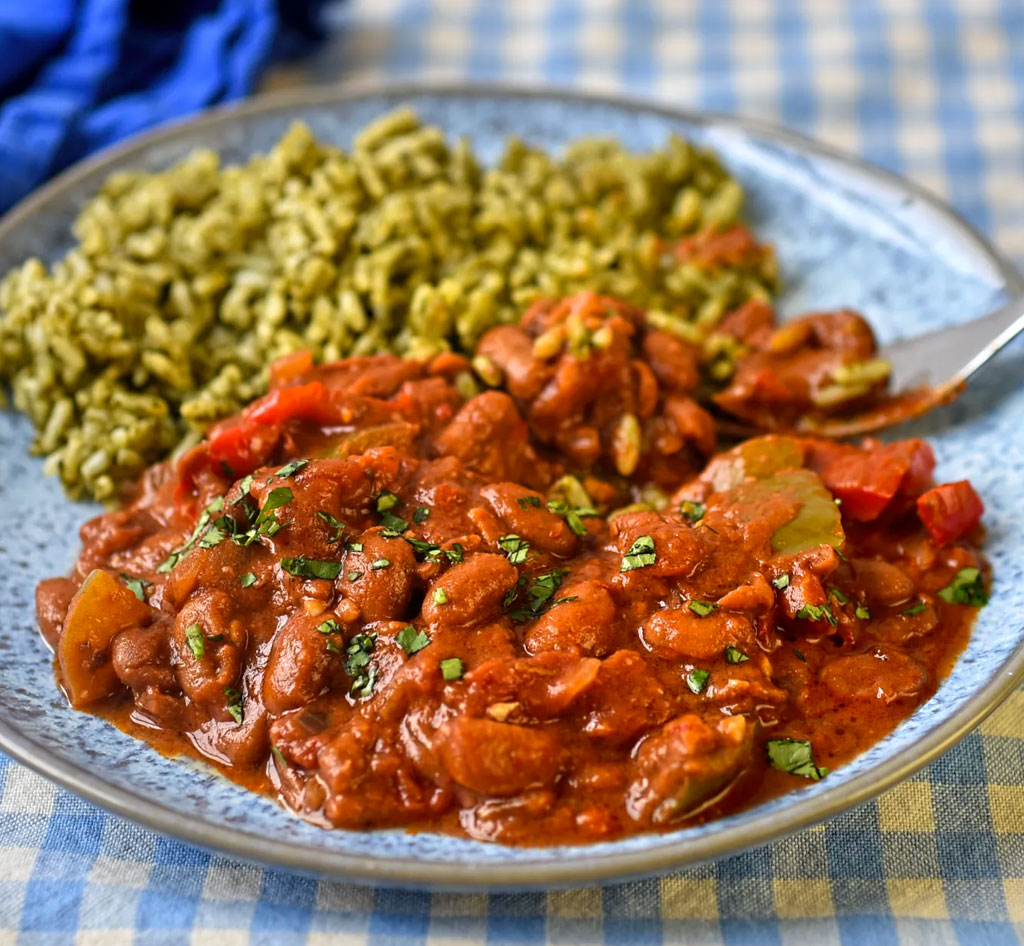 Pinto beans with green rice